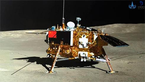 Китайские космический аппарат доставил на Землю образцы лунного грунта впервые за 44 года