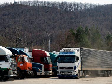 Китай закрыл границу для перевозок с Россией в Приморье