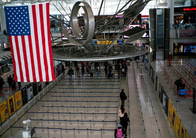 США ужесточают визовые правила для членов компартии Китая