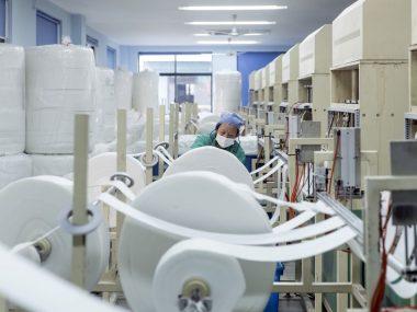 Китай произвёл по 40 масок на каждого жителя планеты – Bloomberg