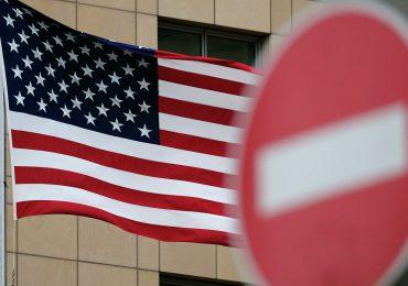 США вводят визовые ограничения против китайских чиновников и военных