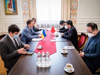Украина и Китай начнут процесс визовой либерализации