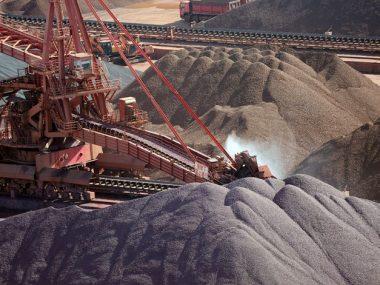 Фьючерсы на железную руду в Китае упали в связи с борьбой со смогом