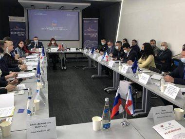 Китайские бизнесмены незаконно посетили оккупированный Крым