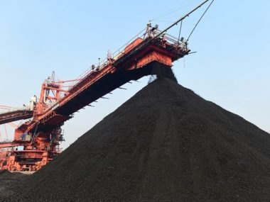 Китай сократит долю угля в энергопотреблении до 56% в 2021 г.