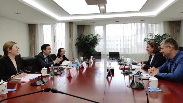 Украинские дипломаты обсудили расширение сотрудничества с Китаем в медицинской сфере