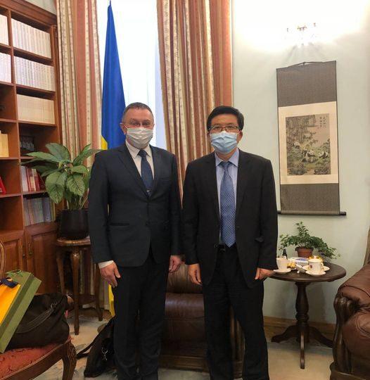 Фань Сяньжун встретился с главой основной прокитайской лоббистской организации Украины