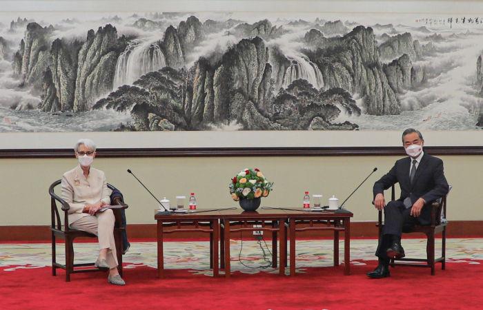 США практикуют сдерживание и подавление развития КНР - заместитель МИД КНР