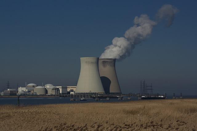 Китаю нужно наращивать ядерную и гидроэнергетику – экспертный доклад