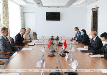 Посол КНР в Беларуси и Владимир Кухарев обсудили торгово-экономическое сотрудничество Минска и городов Китая
