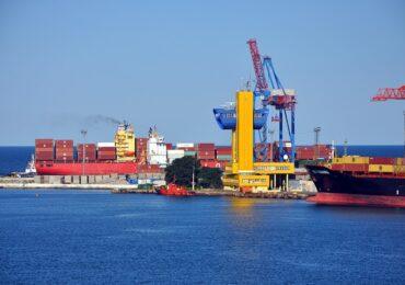 Контейнерный порт на востоке Китая остановил работу из-за вспышки коронавируса