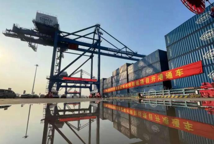 На реке Янцзы в Ухане заработал первый автоматический портово-железнодорожный терминал компании COSCO