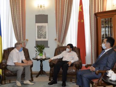 Посол Фань Сяньжун встретился с главой Госкомитета по телевидению и радиовещанию О. Наливайко