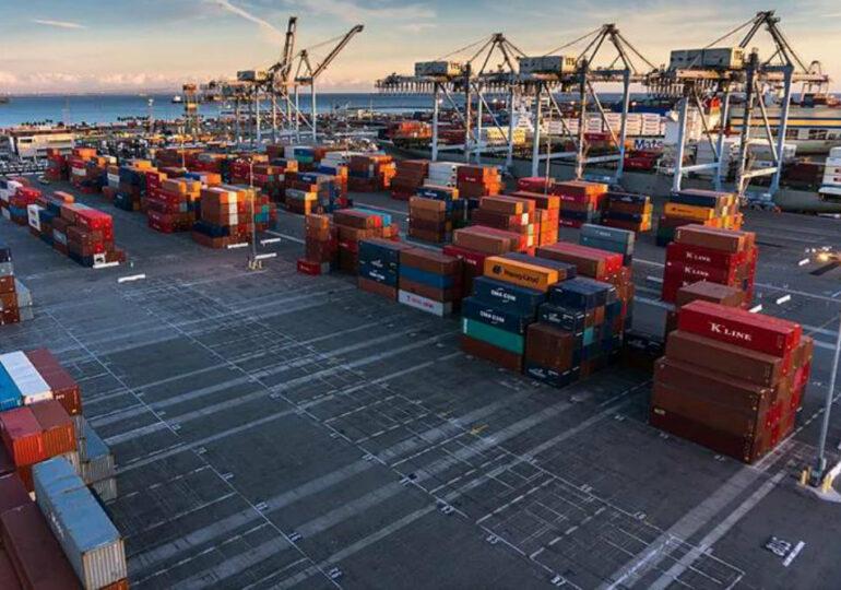 За восемь месяцев объем внешней торговли Китая достиг 3,8 триллиона долларов