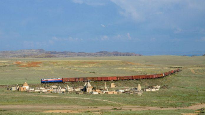 Казахстан начал строительство новой ЖД для увеличения транзита грузов из Китая