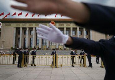 """Правительство Китая будет учить журналистов освещать события в """"правильном русле"""" - СМИ"""